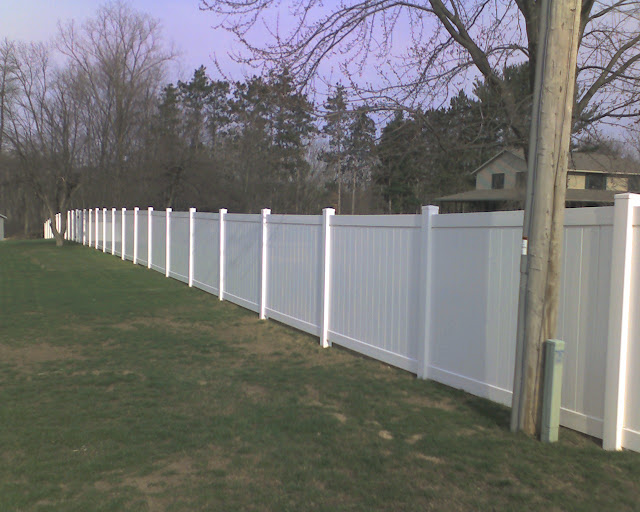Vinyl Fence, Do you buy from a box store or fence company? - Pro